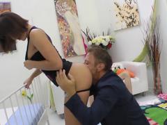 Fodendo o cu da babá na frente da esposa