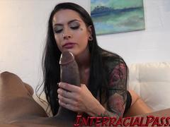 Pornox do negão de pau gigante fodendo uma morena gostosa